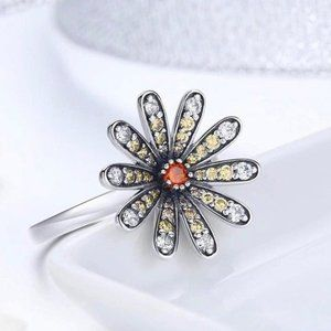 .925 Sterling Silver Daisy Ring Size 8